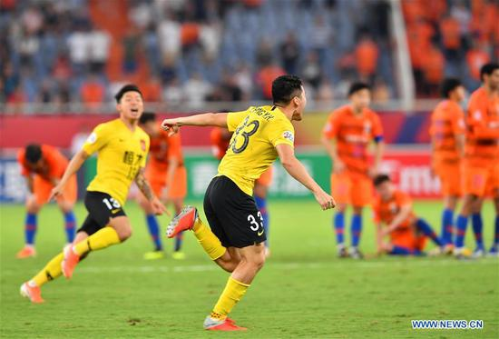 广州恒大在点球上击败山东鲁能,晋级四分之一决赛