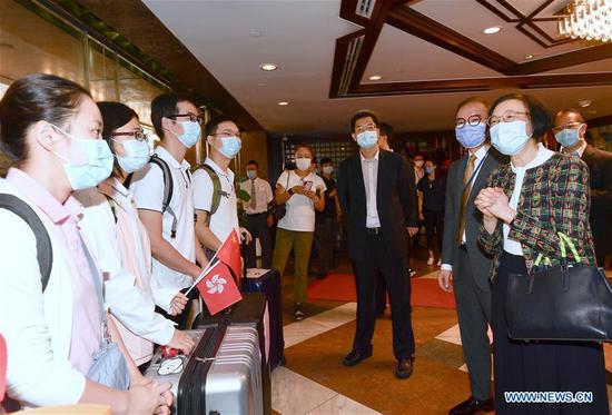 Secretary for Food and Health of the Hong Kong Special Administrative Region (HKSAR) government Sophia Chan (1st R, front) and Secretary for Constitutional and Mainland Affairs of the HKSAR government Erick Tsang Kwok-wai (2nd R, front) see off members of mainland nucleic acid test support teams at their hotel in Hong Kong, south China, Sept. 16, 2020. (Xinhua)