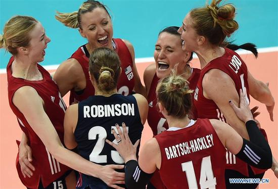 Players of the United States celebrate after winning the final match between Turkey and the United States at the 2018 FIVB Volleyball Nations League Women's Finals in Nanjing, capital of east China's Jiangsu Province, July 1, 2018. US won 3-2 and claimed the title of the event.(Xinhua/Han Yuqing)