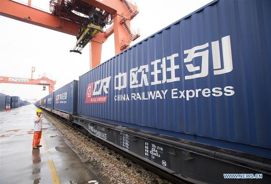 Staff unload containers from the freight train X8044 after the train from Hamburg of Germany arrived at Wujiashan railway container center station in Wuhan, central China's Hubei Province, Aug. 26, 2018. As the freight train X8044 arrived in Wuhan, China-Europe freight trains have made 10,000 trips since 2011. (Xinhua/Xiao Yijiu)