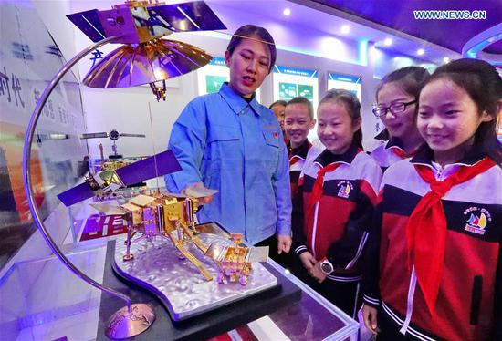 A staff member introduces how special glass is applied in aerospace field to pupils of Haigang District Beihuanlu Primary School in Qinhuangdao, north China's Hebei Province, April 24, 2019. Since 2016, China has set April 24 as the country's Space Day. The various activities on Space Day have become a window for the Chinese public and the world to get a better understanding of China's aerospace progress. (Xinhua/Cao Jianxiong)
