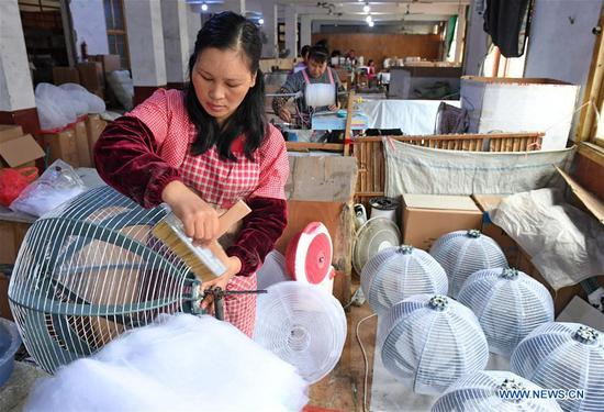 Workers make paper lanterns at a factory in Jian'ou City, southeast China's Fujian Province, Nov. 4, 2018. Paper lanterns produced by local enterprises and workshops are now exported to markets in Europe, North America and Southeast Asia. (Xinhua/Zhang Guojun)
