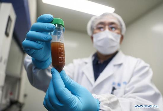 A researcher of Stermirna Therapeutics Co., Ltd. shows the experiment to develop an mRNA vaccine targeting the novel coronavirus in east China's Shanghai, Jan. 29, 2020. (Xinhua/Ding Ting)