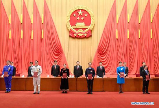Xi Jinping and other leaders of the Communist Party of China and the state present honorary certificates to representatives of the awardees at a gathering to honor model workers and exemplary individuals at the Great Hall of the People in Beijing, capital of China, Nov. 24, 2020. (Xinhua/Li Xueren)