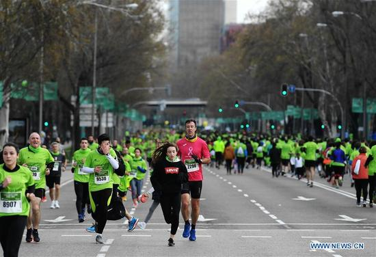People run along a main street during the Madrid Race in March Against Cancer in Madrid, Spain, April 15, 2018. The race was held by the Spanish Association Against Cancer, with the purpose of raising public attention on anticancer and having healthy lifestyle. (Xinhua/Guo Qiuda)