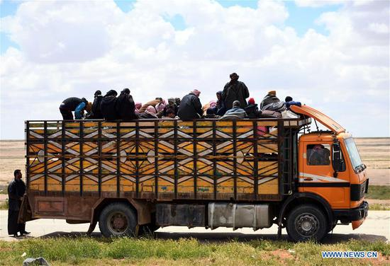 Displaced Syrians reach the Jlaighem crossing in the eastern countryside of Homs Province in central Syria, April 22, 2019. As many as 1,000 people left the al-Rukban camp in southeastern Syria on Monday to government-controlled areas, a war monitor reported. The batch is the largest to leave the battered rebel-held camp since the evacuation of people from the camp began earlier this month, according to the Syrian Observatory for Human Rights. (Xinhua)