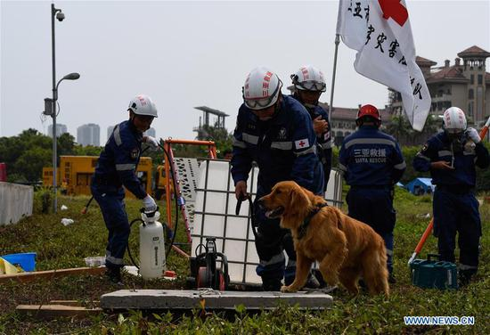 Rescuers participate in a drill in Haikou, south China's Hainan Province, April 30, 2019. A comprehensive drill on typhoon was held in Haikou to test the response ability to the emergency. (Xinhua/Yang Guanyu)