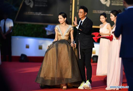 Actress Carman Lee and Actor Simon Yam make their red carpet appearance during the opening ceremony of the 2nd Hainan International Film Festival in Sanya, south China's Hainan Province, Dec. 1, 2019. The 2nd Hainan International Film Festival kicked off in Sanya on Sunday. (Xinhua/Guo Cheng)