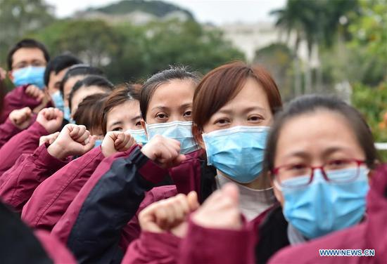 Medical team members swear an oath before leaving for Hubei Province in Fuzhou, southeast China's Fujian Province, Feb. 15, 2020. A team comprised of 107 medical workers from Fujian left for Hubei Province on Saturday to aid the novel coronavirus control efforts there. (Xinhua/Lin Shanchuan)