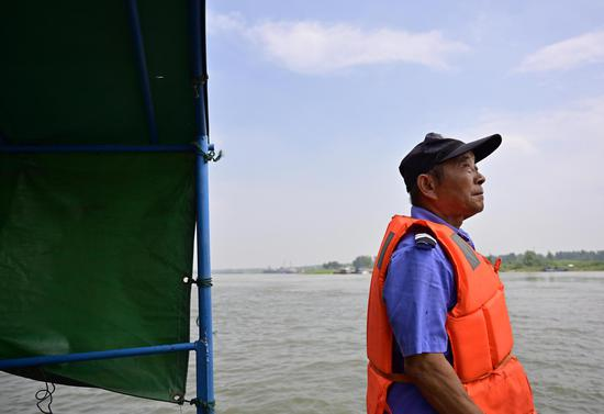 Wu Houchun, an ex-fisherman who works at a Yangtze finless porpoise protection team, takes part in a patrol mission on Poyang Lake in Hukou County, east China's Jiangxi Province, June 8, 2020. (Xinhua/Peng Zhaozhi)