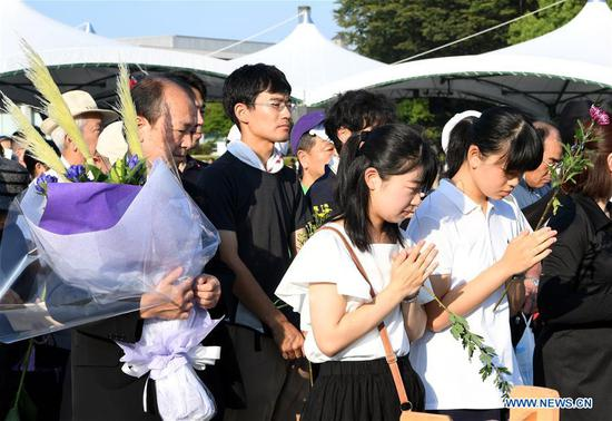 People mourn victims of the atomic bombings at the Peace Memorial Park in Hiroshima, Japan, on Aug. 6, 2018. Japan on Monday marked the 73rd anniversary of the atomic bombing of Hiroshima. (Xinhua/Ma Ping)