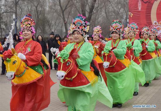 Performers present folk dance in Xiaoyi City of Lyuliang, north China's Shanxi Province, Feb. 13, 2019. (Xinhua/Sun Yan)