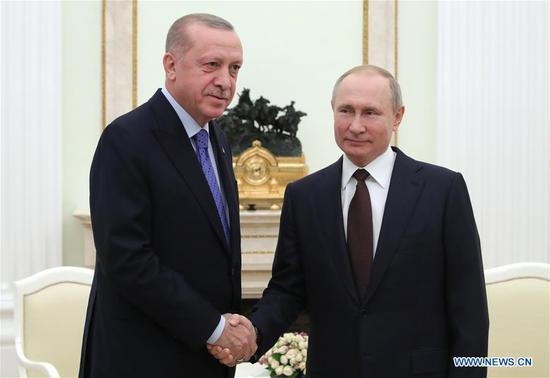 Russian President Vladimir Putin (R) meets with his Turkish counterpart Recep Tayyip Erdogan in Moscow, Russia, on March 5, 2020. Russia and Turkey agreed Thursday on a ceasefire in the de-escalation zone in Syria's northwestern province of Idlib, after talks between Russian President Vladimir Putin and his Turkish counterpart Recep Tayyip Erdogan which lasted for about six hours. (Sputnik/Handout via Xinhua)