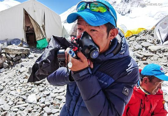 Team members are seen at the advance camp at an altitude of 6,500 meters on Mount Qomolangma, May 18, 2020. A Chinese mountaineering team on Monday released a list of 12 people, including two surveyors, who will climb to the peak of Mount Qomolangma. If everything goes smoothly, they will arrive at the peak on May 22 to conduct surveys in gravity, global navigation satellite systems, weather and depths of ice and snow. Chen Gang and Wang Wei, both of whom are surveyors from the Ministry of Natural Resources, are on the list. If either of them manages to arrive at the peak, it will set a record for Chinese surveyors setting foot on the world's highest mountain peak, according to the team. The names of a support squad and a backup squad were also released on Monday. (Xinhua/Lhapa)