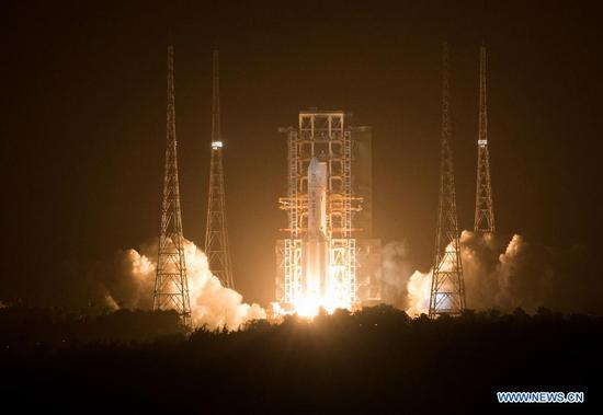 A Long March-5 rocket, carrying the Chang'e-5 spacecraft, blasts off from the Wenchang Spacecraft Launch Site on the coast of southern island province of Hainan, Nov. 24, 2020. China on Tuesday launched a spacecraft to collect and return samples from the moon, the country's first attempt to retrieve samples from an extraterrestrial body. (Xinhua/Jin Liwang)