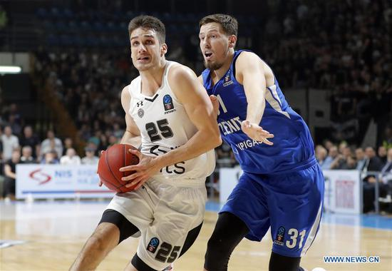 Partizan's Rade Zagorac (L) vies with Zenit's Evgeny Valiev during the second round match at the regular season of 2018-2019 Eurocup basketball tournament between Partizan and Zenit in Belgrade, Serbia on Oct. 9, 2018. Partizan won 89-82. (Xinhua/Predrag Milosavljevic)