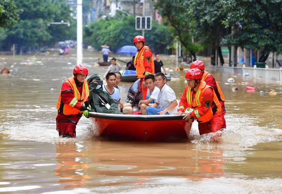 Photo taken on July 11, 2020 shows rescuers transferring stranded people by boat in Rongshui, south China's Guangxi Zhuang Autonomous Region. (Xinhua/Huang Xiaobang)