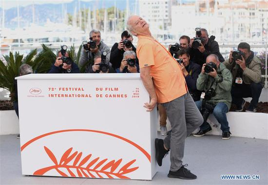 Actor Bill Murray poses for photos during the 72nd Cannes Film Festival in Cannes, France, May 15, 2019. The 72nd Cannes Film Festival is held here from May 14 to 25. (Xinhua/Gao Jing)
