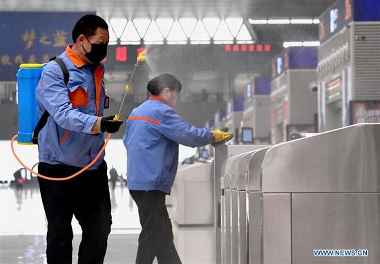Staff members disinfect public facilities at Zhengzhou East Railway Station in Zhengzhou, central China's Henan Province, Feb. 1, 2020. Zhengzhou East Railway Station has recently strengthened its efforts to prevent and control the spread of novel coronavirus during the Spring Festival travel rush. (Xinhua/Li An)