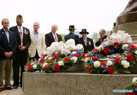 Military veterans, members of law enforcement and other community leaders attend a wreath-laying ceremony for Memorial Day in Chicago, the United States, on May 27, 2019. (Xinhua/Wang Ping)