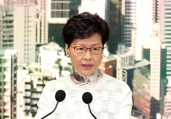 香港特别行政区行政长官宣布暂停修订逃犯法,并承诺继续解释