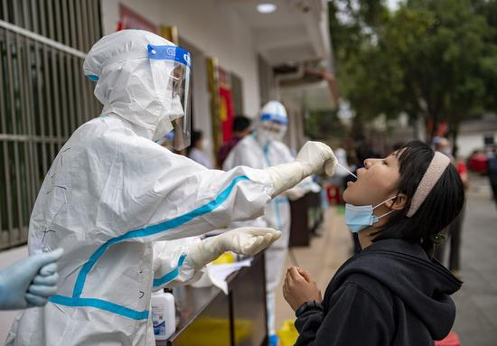 A resident receives nucleic acid testing for COVID-19 at Youyi community, Ruili City, southwest China's Yunnan Province, April 6, 2021. (Xinhua/Chen Xinbo)