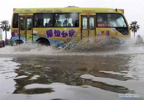 A bus drives on a flooded road in Xiamen, southeast China's Fujian Province, May 7, 2018. Flash floods broke out here due to heavy rainfall. (Xinhua/Zeng Demeng)
