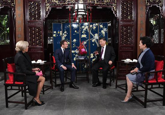 Chinese President Xi Jinping and his wife Peng Liyuan meet with French President Emmanuel Macron and his wife Brigitte Macron at the Yuyuan Garden in Shanghai, east China, Nov. 5, 2019. (Xinhua/Rao Aimin)