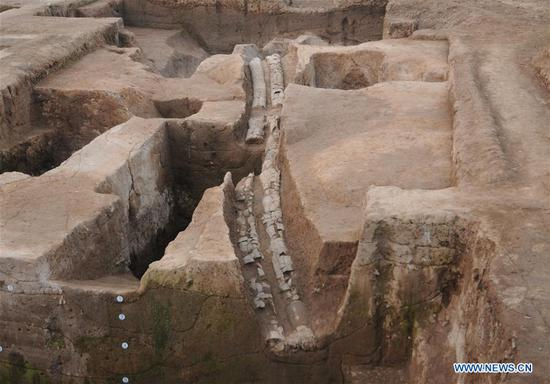 File photo shows the drainage system excavated in the Pingliangtai Ancient City ruins in Huaiyang, central China's Henan Province. Archaeologists have unearthed a number of pottery drain pipes at a Neolithic site of Longshan Culture dating back more than 4,000 years and believe they form China's earliest and most complete urban drainage system. The city drainage system was excavated in the Pingliangtai Ancient City ruins in central China's Henan Province. (Xinhua)