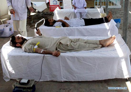 Pakistani men donate blood at a medical center on World Thalassemia Day in northwest Pakistan's Peshawar on May 8, 2018. Thalassemia, also called Mediterranean anemia, is an inherited and non-infectious blood disorder. (Xinhua/Saeed Ahmad)