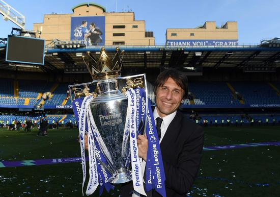 In his first season with Chelsea, Conte brings the 2016-17 Premier League title to Stamford Bridge. /VCG Photo