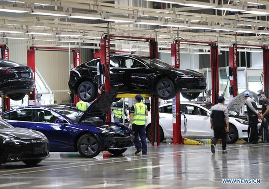 Employees work at the Tesla Gigafactory in Shanghai, east China, Nov. 20, 2020. U.S. electric car company Tesla in 2019 built its first Gigafactory outside the United States in the new Lingang area, with a designed annual production capacity of 500,000 units. The Tesla Shanghai Gigafactory broke ground in early 2019 and delivered its first batch of made-in-China Model 3 sedans one year later. With the second-phase project of its gigafactory under construction, Tesla expects to start the mass production of made-in-China Model Y vehicles in the first half of 2021. (Xinhua/Ding Ting)