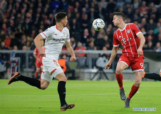 Bayern Munich's Robert Lewandowski (R) vies with Sevilla's Clement Lenglet during the UEFA Champions League quarterfinal second leg soccer match between Bayern Munich of Germany and FC Sevilla of Spain in Munich, Germany, on April 11, 2018. The match ended 0-0 and Bayern Munich advanced to the semifinal with 2-1 on aggregate. (Xinhua/Philippe Ruiz)