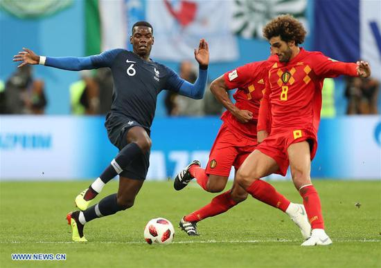 Paul Pogba (L) of France vies with Marouane Fellaini of Belgium during the 2018 FIFA World Cup semi-final match between France and Belgium in Saint Petersburg, Russia, July 10, 2018. (Xinhua/Fei Maohua)