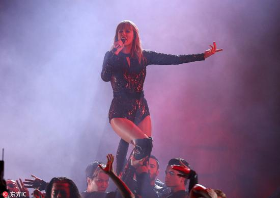 Singer Taylor Swift performs at the American Music Awards on Oct 9, 2018 at the Microsoft Theater in Los Angeles. [Photo/IC]