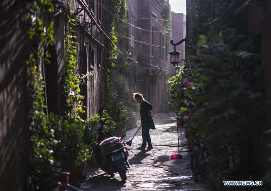 A resident cleans the street at the ancient city of Kashgar, northwest China's Xinjiang Uygur Autonomous Region, July 9, 2019. In the first half of 2019, the ancient city of Kashgar received over 310,000 visits. (Xinhua/Zhao Ge)