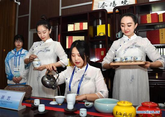 Photo taken on June 6, 2018 shows a tea art show at the media center for the 18th Shanghai Cooperation Organization (SCO) Summit in Qingdao, east China's Shandong Province. (Xinhua/Li Ziheng)