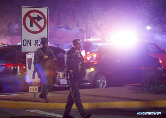 Police officers secure the road leading to the Borderline Bar and Grill where a gunman shot people in Thousand Oaks, California, the United State, Nov. 8, 2018. A total of 13 people were confirmed dead in a mass shooting Wednesday night in Thousand Oaks of Ventura County, Southern California, including an officer and a gunman, local authorities said. (Xinhua/Zhao Hanrong)