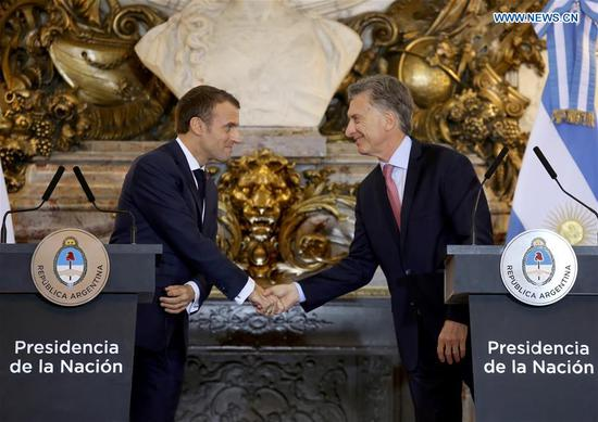 Argentine President Mauricio Macri (R) shakes hands with French President Emmanuel Macron during a press conference in Buenos Aires, Argentina, Nov. 29, 2018. (Xinhua/Martin Zabala)