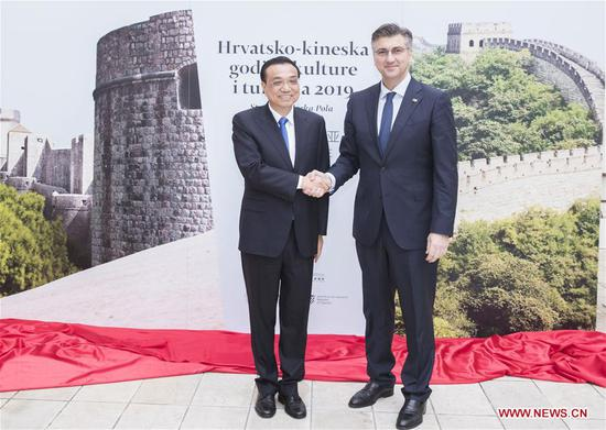 Chinese Premier Li Keqiang (L) and Croatian Prime Minister Andrej Plenkovic attend the opening ceremony of the Year of Tourism between China and Croatia in Zagreb, Croatia, April 10, 2019. The two leaders inaugurated the Year of Tourism. (Xinhua/Huang Jingwen)