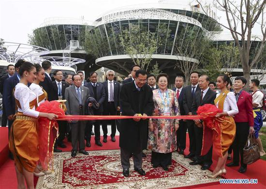 Cambodian Prime Minister Samdech Techo Hun Sen cuts the ribbon for the Cambodia Garden at the International Horticulture zone of the International Horticultural Exhibition 2019 Beijing, in Beijing, capital of China, April 28, 2019. (Xinhua/Yin Gang)