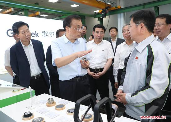 Chinese Premier Li Keqiang, also a member of the Standing Committee of the Political Bureau of the Communist Party of China Central Committee, visits a privately-owned intellectual products maker in east China's Shandong Province, May 24, 2019. Li made an inspection tour to Weifang and Jinan in Shandong Province from Friday to Saturday. (Xinhua/Liu Weibing)