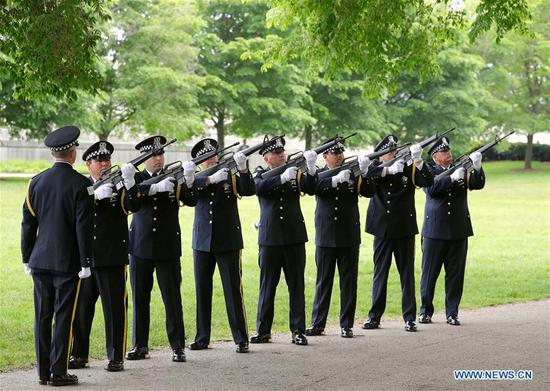 Officers of Chicago Police Department fire a 21-gun salute in a wreath-laying ceremony for Memorial Day in Chicago, the United States, on May 27, 2019. (Xinhua/Wang Ping)