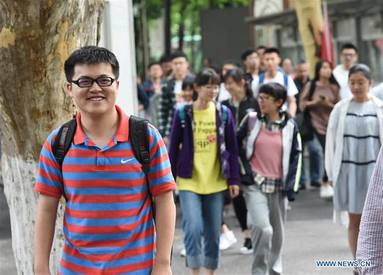 Examinees leave the exam venue at a middle school in Nanjing, capital of east China's Jiangsu Province, June 9, 2018. The national college entrance examination in Jiangsu ended on Saturday. (Xinhua/Sun Can)
