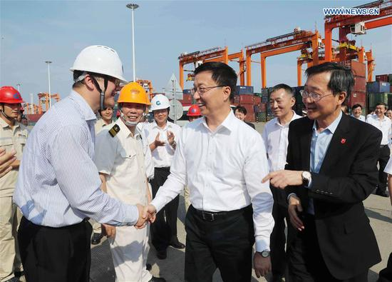 Chinese Vice Premier Han Zheng, also a member of the Standing Committee of the Political Bureau of the Communist Party of China Central Committee, visits a free trade port area in Qinzhou, south China's Guangxi Zhuang Autonomous Region, Sept. 12, 2018. Han made an inspection tour in Nanning, Qinzhou and Beihai from Sept. 12 to 13. (Xinhua/Liu Weibing)