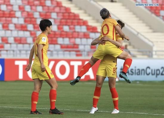 China's Li Ying (R, front) celebrates scoring with her teammate Ma Jun during the group A match between China and the Philippines at the 2018 AFC Women's Asian Cup, in Amman, Jordan, April 9, 2018. (Xinhua/Mohammmad Abu Ghosh)