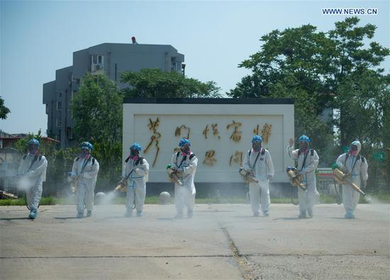 Members of the Beijing Blue Sky Rescue(BSR) team conduct disinfection at the China Meat Food Research Center in Fengtai District of Beijing, capital of China, June 21, 2020. Several employees of the China Meat Food Research Center were reported as confirmed COVID-19 cases a few days ago. (Xinhua/Chen Zhonghao)