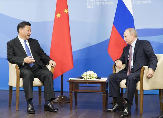 Chinese President Xi Jinping (L) holds talks with Russian President Vladimir Putin in Vladivostok, Russia, Sept. 11, 2018. (Xinhua/Huang Jingwen)