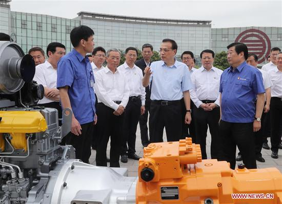Chinese Premier Li Keqiang, also a member of the Standing Committee of the Political Bureau of the Communist Party of China Central Committee, visits Weichai Group, a leading machinery manufacturer, in east China's Shandong Province, May 24, 2019. Li made an inspection tour to Weifang and Jinan in Shandong Province from Friday to Saturday. (Xinhua/Liu Weibing)