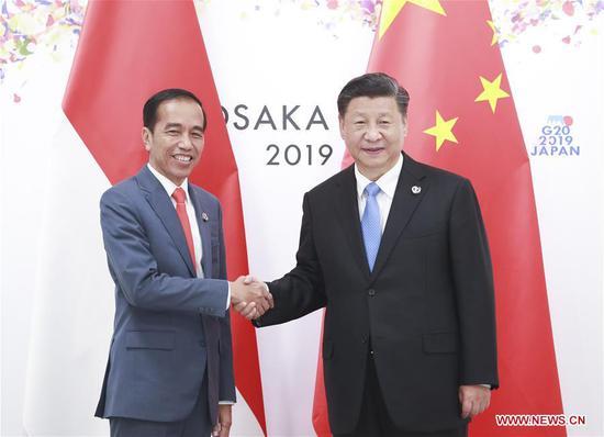 Chinese President Xi Jinping (R) meets with his Indonesian counterpart Joko Widodo in Osaka, Japan, June 28, 2019. (Xinhua/Pang Xinglei)